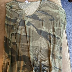 Camo V-neck T with knot front